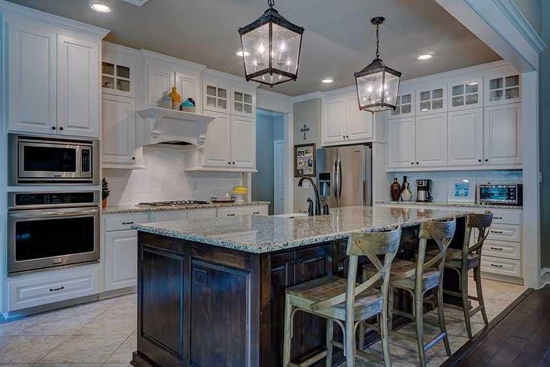 Colores cocina simple pintura cocina color gris azulado for Combinar muebles de distintos colores