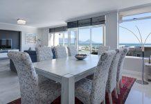 Mesas y sillas: son los elementos centrales de un salón comedor