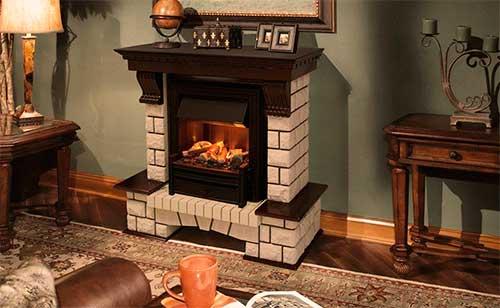 Integrar las chimeneas y sus complementos con la decoración de la estancia